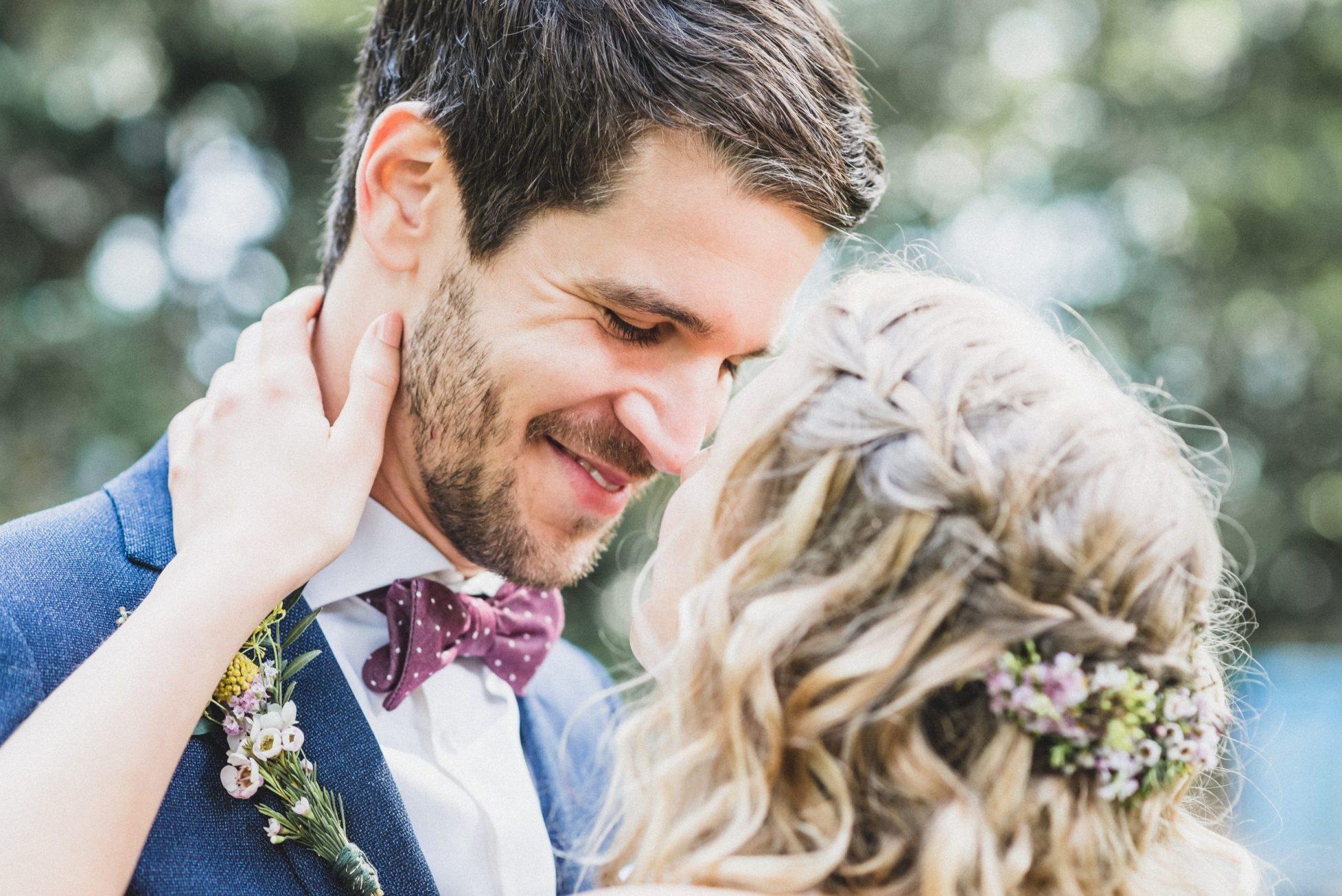 Natürliche und begleitende Hochzeitsfotografie von deiner Hochzeitsfotografin Julia Aßmann in Hamburg, Jork, Stade, Buxtehude, Altes Land. Emotionale, authentische, gefühlvolle Hochzeitsfotos.